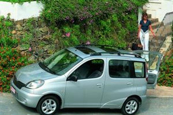 Toyota Yaris Verso. Na báze modelu Yaris vznikol všestranne využiteľný minivan s názvom Verso.