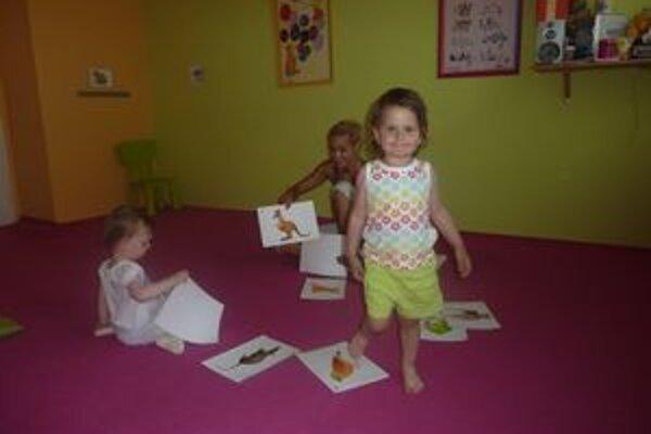 Učenie hrou. Lara sa učí anglické slovíčka už rok.