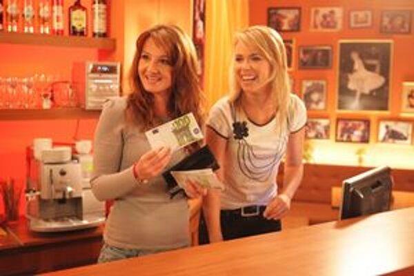 Angie a Denisa. Patria k ozdobám seriálu, zbaviť sa ich by nebolo rozumné.