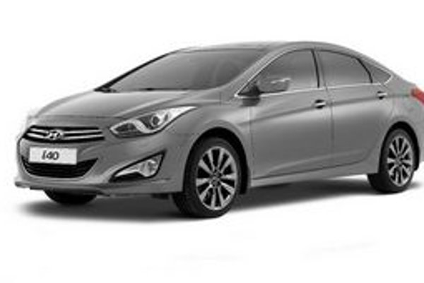 Limuzína Hyundai i40. Po premiére kombi verzie v Ženeve mala limuzína premiéru na autosalóne v Barcelone.