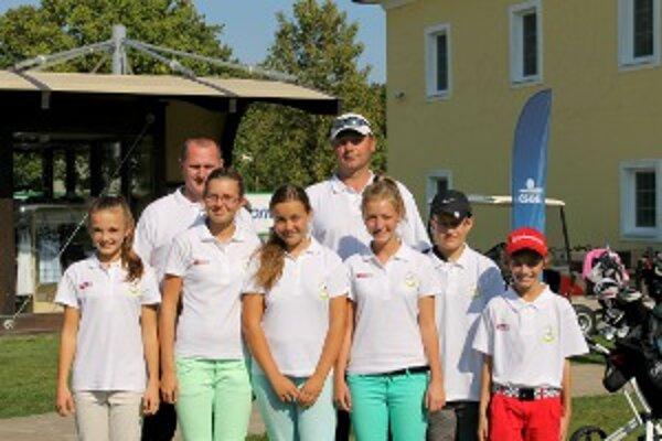 Zľava Michaela Vavrová, Katarína Drgoňová, Lívia Bošková, Ema Dzuriková, Marcel Veselý, Šimon Dzurik.