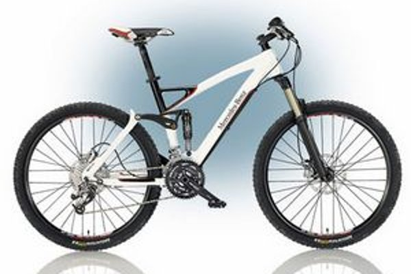 Horský bicykel All Mountain. Bicykel má 30-stupňovú prevodovku a hydraulicky ovládané brzdy.