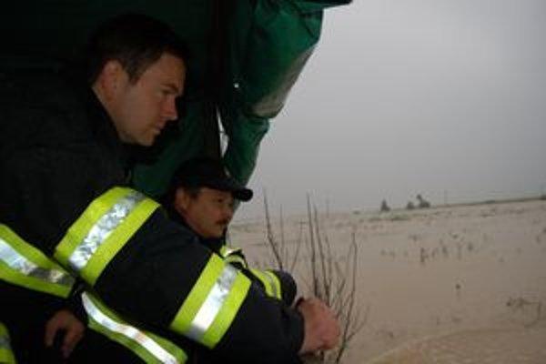 Ľudia bojujú s veľkou vodou, ako sa dá. Často sú však bezmocní.