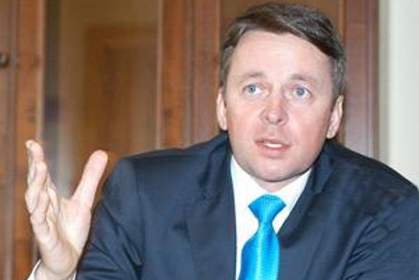 Ivan Mikloš. Ekonomický expert SDKÚ tvrdí, že súčasná vláda okradla občanov o 3 miliardy eur.