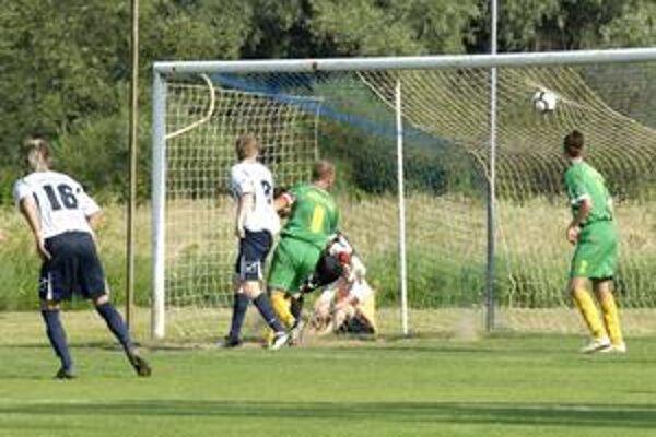 V zápase Lok. Košice - Snina takto otvoril skóre domáci Grünvaldský.