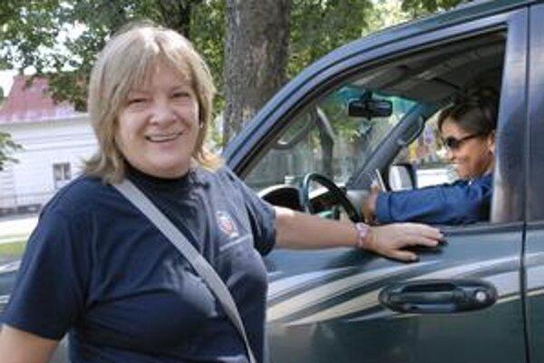Športová riaditeľka. Natália Hejková počas prípravy reprezentácie v Košiciach. Za volantom trénerka Chatmanová.