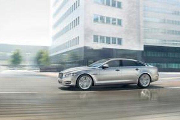 Pancierovaný Jaguar XJ Sentinel. Pancierovaný Jaguar XJ má svetovú premiéru na moskovskom autosalóne.