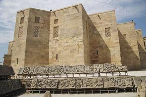 Širvanšáhov palác. Výstavba palácového komplexu sa začala v roku 1411 za vlády Ibrahima I.