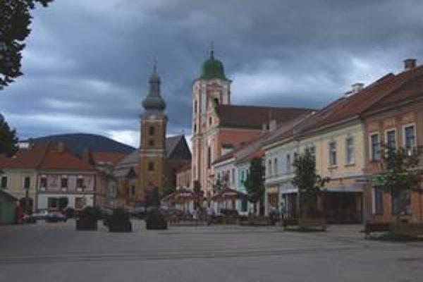 Centrum baníctva, remesiel a obchodu Rožňava. Meno dostala podľa najvýnosnejšej bane Rosnoubana. Výsady jej udelil v r. 1382 kráľ Ľudovít Veľký.