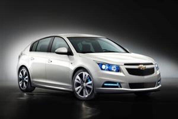 Päťdverový Chevrolet Cruze. Verzia hatchback modelu Cruze bude mať svetovú premiéru na parížskom autosalóne.