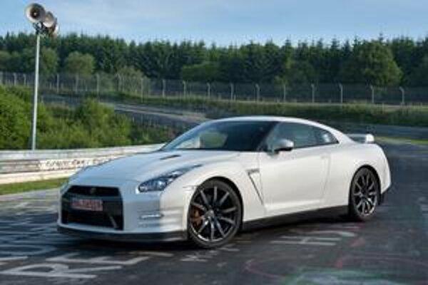 Kupé Nissan GT-R. Úpravami sa zlepšili aerodynamické vlastnosti vozidla