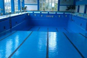 Prázdny bazén.