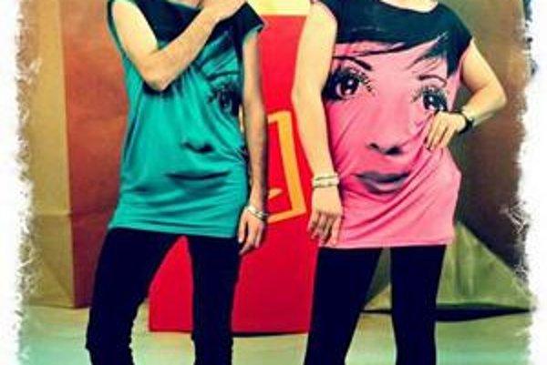 Free Voices. Maťo (vľavo) a Filip v ženskom outfite.