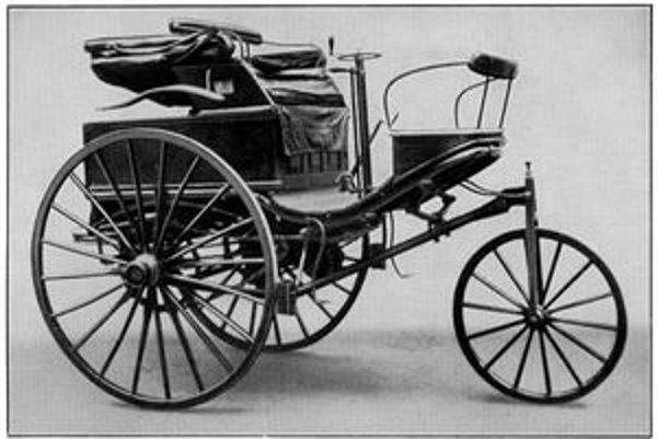 Benzov Patent Motorwagen. Benzov prvý trojkolesový automobil bol poháňaný jednovalcovým motorom výkonu 600 W.