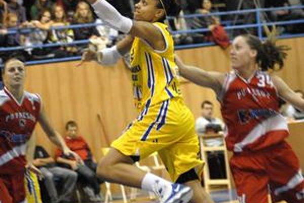 Potiahla favorita. Najlepšou strelkyňou Košíc v Prešove bola Candice Dupreeová.