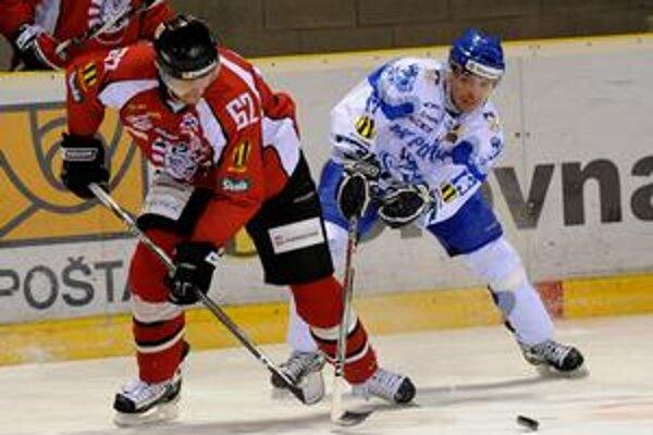 Presadil sa. A. Kroták (vpravo) skóroval aj na ľade druhého tímu tabuľky.