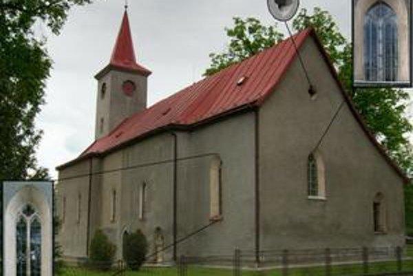 Kostol v Župčanoch. Areál kostola od juhovýchodu so zobrazením detailov gotických okenných otvorov.