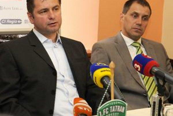 Športový riaditeľ Tatrana Erik Bogdanovský (vľavo) a tréner Roman Pivarník.
