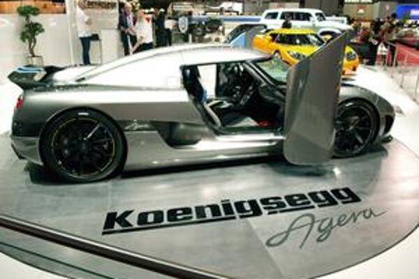 Agera má krídlové dvere. Na pohon vozidla slúži 4,7-litrový prepĺňaný osemvalec s maximálnym výkonom 679 kW.