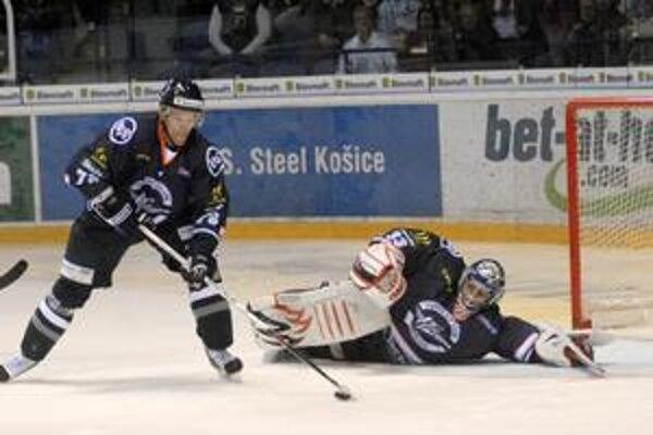 Vie, čo sa do neho čaká. Brankár HC Košice Július Hudáček.