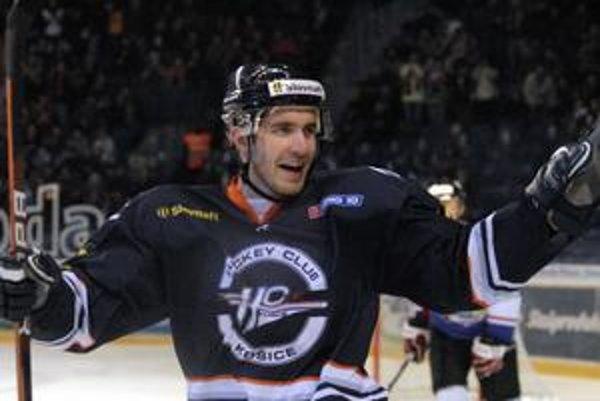 Košický útočník Richard Jenčík nazbieral so semifinálovým súperom počas sezóny šesť kanadských bodov.