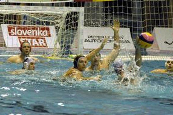 Málo gólov. V šlágri Akademik - ČH Hornets sa siete vlnili minimálne.