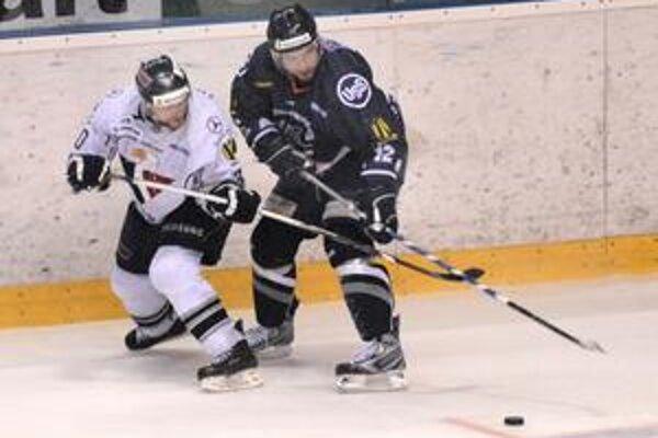 Jediný strelec HC Petr Šachl (vpravo) vsietil vo finálovej sérii svoj druhý gól.