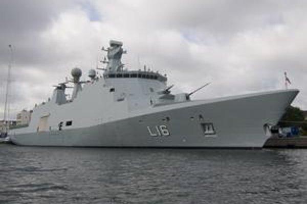 Loď HDMS Absalon. Dánska moderná vojenská loď Absalon je v súčasnosti vlajkovou loďou operačnej skupiny NATO pri somálskom pobreží.