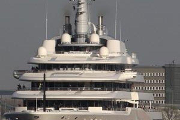 Abramovičova jachta Eclipse. Jachta má dĺžku 169 metrov a je najväčšou súkromnou jachtou na svete.