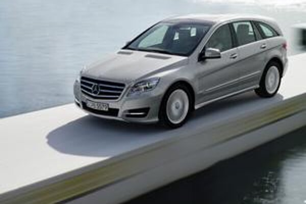 """Mercedes-Benz R novej generácie. Svetovú premiéru malo nové """"erko"""" na autosalóne v New Yorku."""