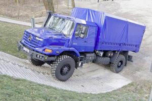 Mercedes-Benz Zetros. Je to jediný nákladný mercedes s motorom pred kabínou.
