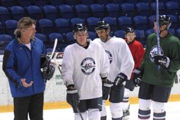 Na ľade Steel Arény. Tréner Anton Tomko.