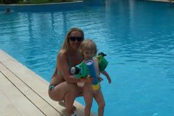 Mamina a synček. Slnka a vody si Veronika s Kubkom už užili, teraz mieria do Tatier.