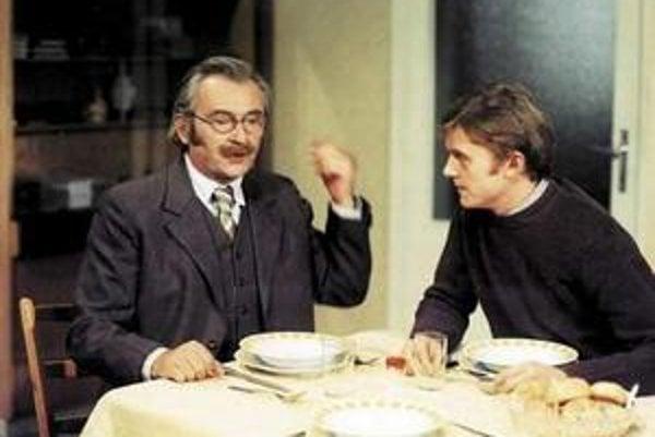Rodinná idylka. Jiří Sovák a Jiří Schmitzer si takto v súkromí za jeden stôl nikdy nesadli.