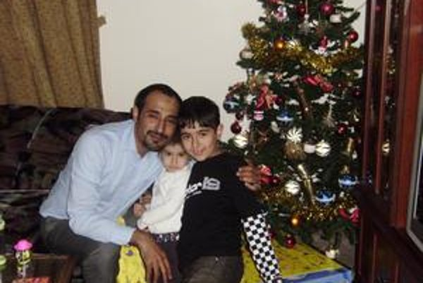 Vianočná idylka. Rodina slávi všetky kresťanské aj moslimské sviatky.