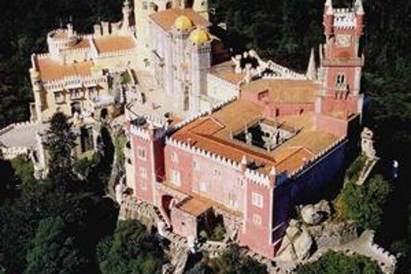 Letecký pohľad na Penu. Palác je postavený v rôznych stavebných slohoch