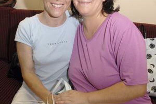 Dve sestry. Ich vrúcny vzťah utužilo darovanie obličky. Vľavo Iveta, vpravo Renáta.