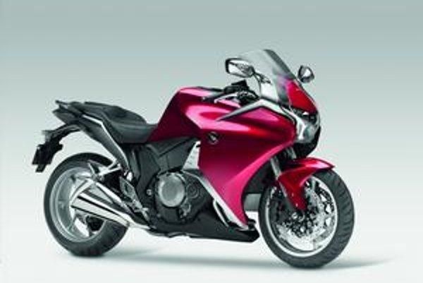Nová Honda VFR1200F. Motocykel je poháňaný vidlicovým štvorvalcom výkonu 127 kW.