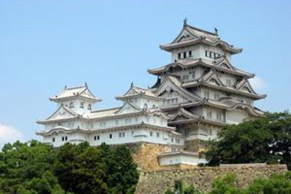 """Hlavná časť hradu. Kvôli bielej farbe dostal hrad prezývku """"hrad bielej volavky""""."""
