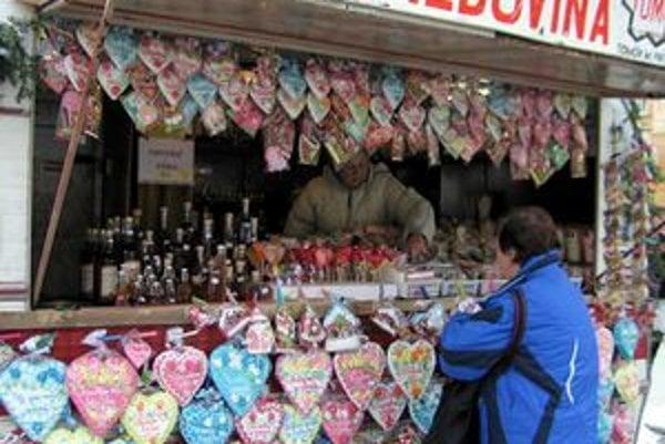 Vianočné trhy lákajú na prešovskú pešiu zónu špecifickou atmosférou.