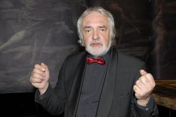 Režisér M. Chudovský. Začínal ako operný režisér v Košiciach. Jeho inscenácie videli aj diváci v zahraničí.