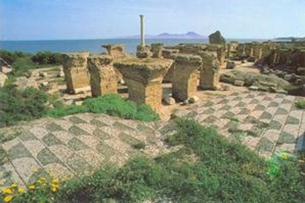 Caracallove kúpele. Najväčšie verejné kúpele v Ríme postavené r. 216 s rekreačnými zariadeniami a knižnicou.