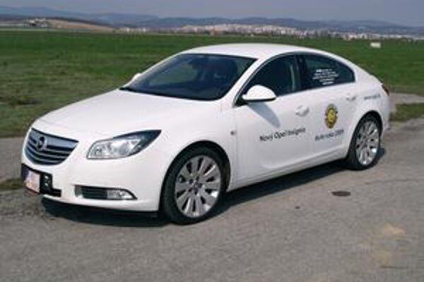 Opel Insignia je Automobilom roka 2009