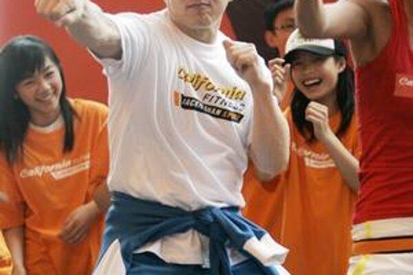 Miluje komunizmus? Jackie Chan zapochyboval, či je demokracia fajn.