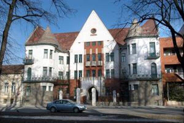 Budova Prírodovedeckej fakulty UPJŠ. Len PF a Ekonomická fakulta TUKE sa objavili na prvých priečkach hodnotenia