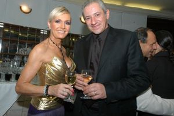 Helena a Martin. V sobotu s kamarátmi oslávia 62. a 50. narodeniny.