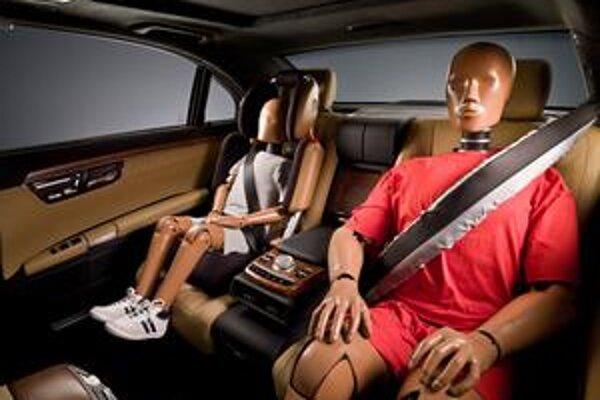 Beltbag firmy Mercedes-Benz. Je to v podstate nafukovací bezpečnostný pás.