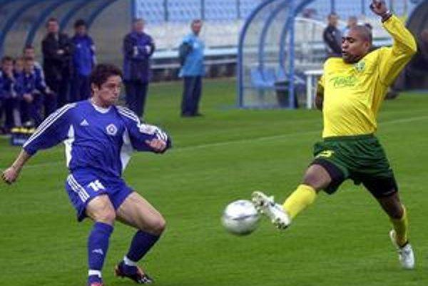 Vladimír Bednár (vľavo) ešte nevie, či si napriek postupu zahrá v Ekstraklase.