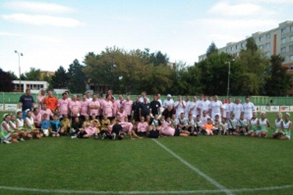 Súčasťou podujatia bola i zbierka pre jubilujúcu nadáciu, pre dobrú vec sa na prievidzskom štadióne vyzbieralo tisíc eur.