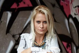 Poetka a hovorkyňa Greenpeace Mirka Ábelová. Nedávno jej vyšla zbierka poézie Básničky pre domáce paničky.